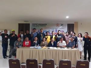 Ketua KONI Tomohon Ir Miky JL Wenur bersama pengurus  dan pengurus cabang olahraga