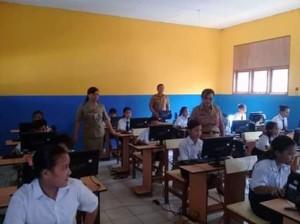 SMP Negeri 2 Kumelembuai Laksanakan Ujian Berbasis Komputer