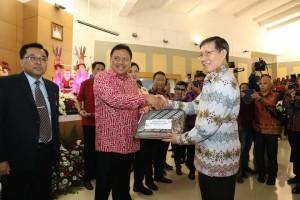 Wali Kota Manado Vicky Lumentut Terima Dokumen DIPA dari Gubernur Sulut
