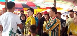 Christiany Eugenia Paruntu didampingi Jimmy F Eman dan Miky JL Wenur di pasar Tomohon