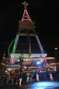 Pembukaan Tomohon Evening Christmas Parade di kompleks Menara Alfa Omewga