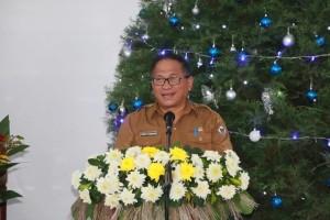 Sekretaris Kota Tomohon membawakan sambutan Natal