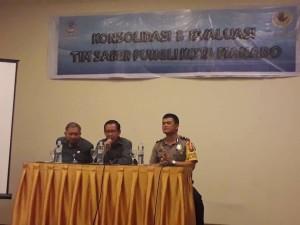 Wakili Wali Kota, Asisten III Frans Mawitjere Buka Rapat Evaluasi Tim Saber Pungli