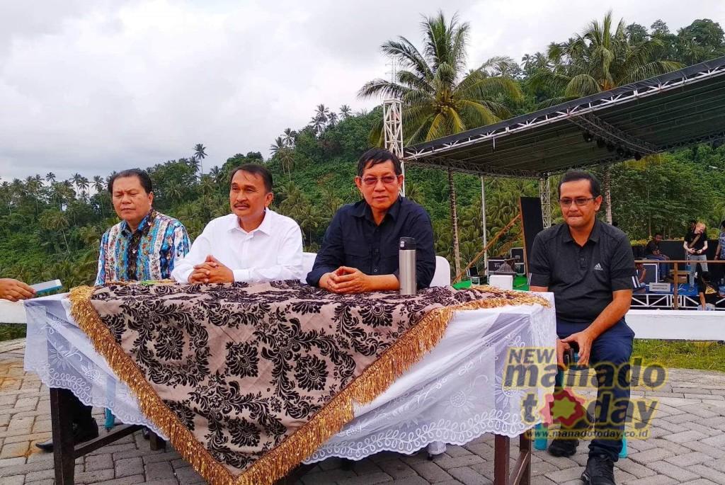 MANADO, (manadotoday.co.id) - Pemerintah Kota (Pemkot) Manado dibawah pemerintahan Wali Kota GS Vicky Lumentut dan Wakil Mor Bastiaan (GSVL-Mor), menggelar konferensi pers akhir tahun 2018, bertempat di De Corlano, Kecamatan Malalayang, Manado, Senin (31/12/2018).