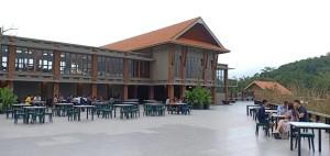Danau Linow Resort dengan lokasi yang luas hingga 1.500 tempat duduk