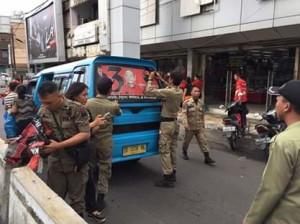 Bawaslu Kota Manado Kembali Tertibkan Angkot yang Memasang Oneway dan Stiker Caleg
