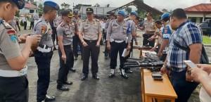 Cegah Penyalahgunaan, Kapolres Minahasa Periksa Senjata Api Personil