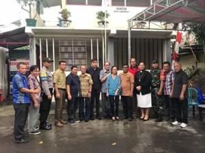 Franko Wangko Bersama Warga Bangun Pos Siskamling di Kelurahan Titiwungen Selatan