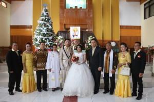 Wali Kita Tomohon foto bersama pengantin dan keluarga