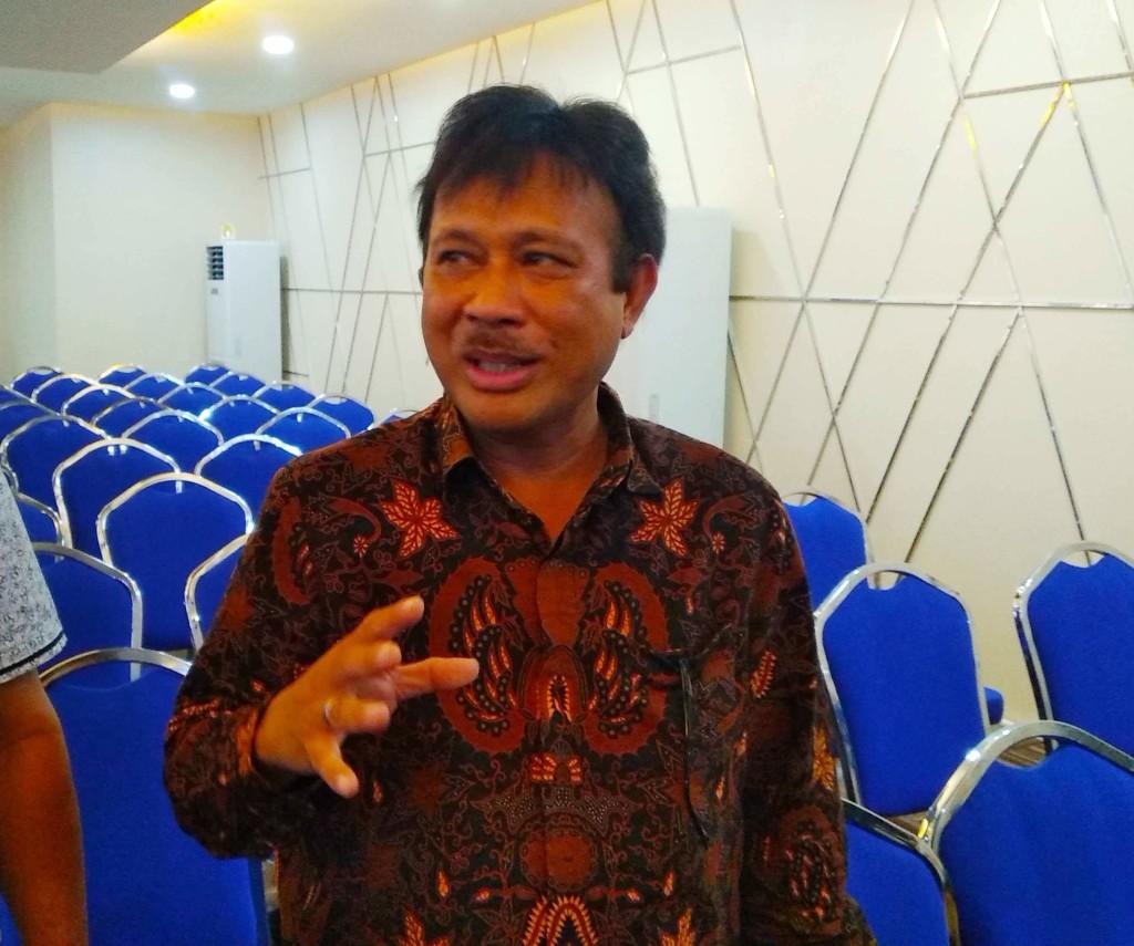 Prof. DR Orbanus Naharia, M.Si