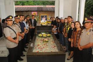 Ziarah di Makam mantan Wali Kota Tomohon Drs Boy S Tangkawarouw MSc