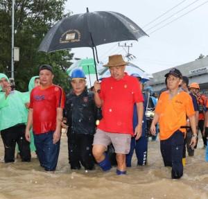 Tinjau Lokasi Banjir di Manado, Olly Minta Instansi Terkait Siaga Bencana