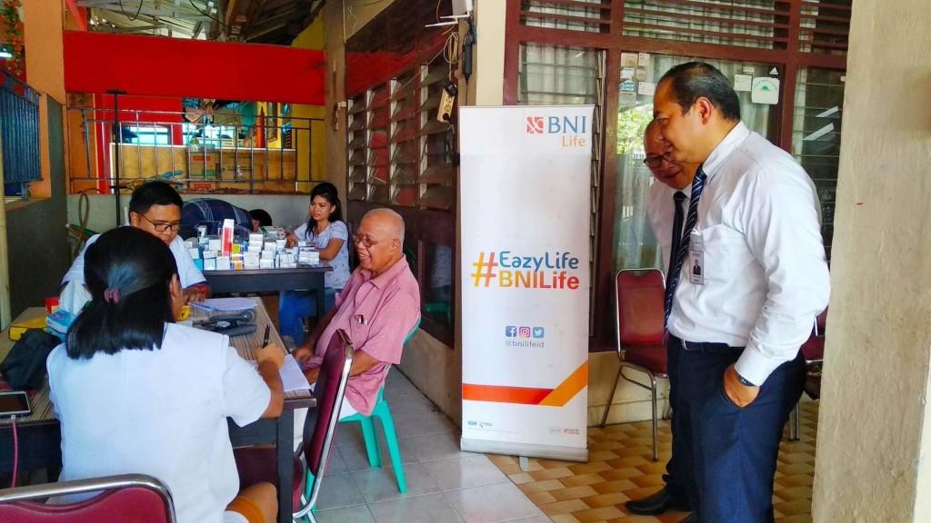 Posko Kesehatan BNI 46 yang dibangun khusus untuk membantu korban banjir di Manado beberapa waktu yang lalu