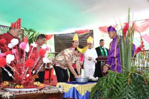 Hadiri Tulude di Batusaiki, Kandouw Ajak Masyarakat Selalu Bersyukur