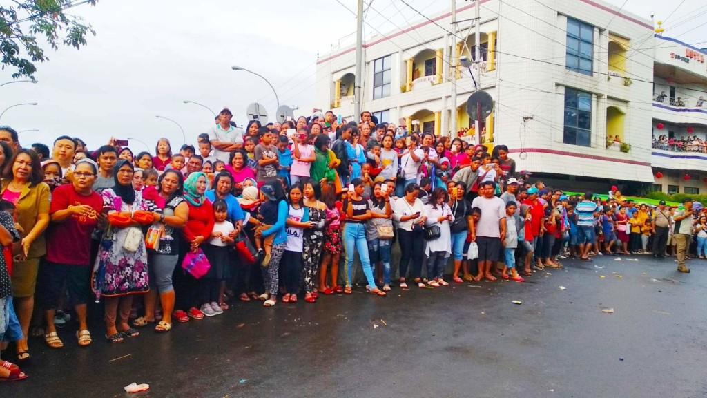 Masyarakat Tumpah Ruah Saksikan Perayaan Cap Go Meh Kota Manado