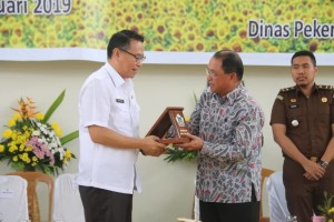 Bersama Direktur Pengembangan Pita Lebar Kemenkominfo Benyamin Surya usai launching call center 112