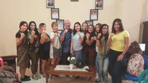 Kadispora foto bersama dengan para instruktur yang akan tampil di GMB pada besek hari