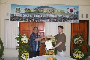 Sekkot dan Direktur GIFF  usai menandatangani MoU