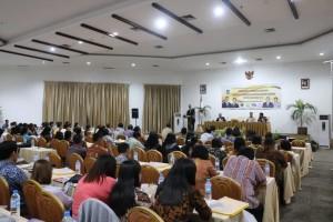 170 peserta IHT pengelolaan keuangan mencdengarkan materi wali Kota Jimmy F Eman SE Ak