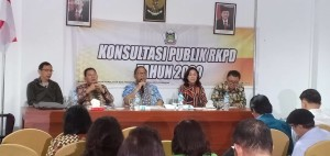 Sekretaris Kota Tomohon membawakan materi dalam Konsultasi Publik RKPD 2020