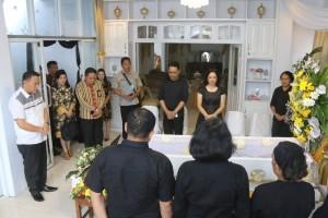 Wali Kota Eman Melayat ke Almarhum Pdt Lumopa