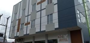 Wise Hotel di Jalan Tinaras Kelurahan Kamasi Kecamatan Tomohon Tengah Kota Tomohon belakang KFC Tomohon
