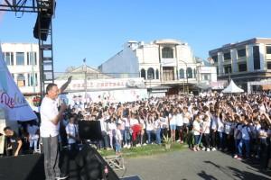 Wali Kota Tomohon memberikan sambutan di kegiatan Millenial Road Safety Festival