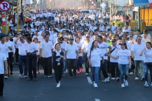 Ketua DPRD Ir Miky JL Wenur MAP dan Wakil Waki Kota ikut jalan sehat