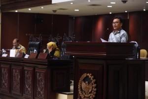 Senator SBANL saat menyampaikan hasil kunjungan kerja di Sidang Paripurna
