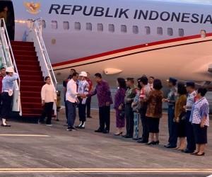 Tiba di Manado, Presiden Jokowi Disambut Gubernur Olly di Bandara Sam Ratulangi
