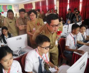 Wagub Kandouw Buka UNBK SMK se-Sulut Via Video Conference
