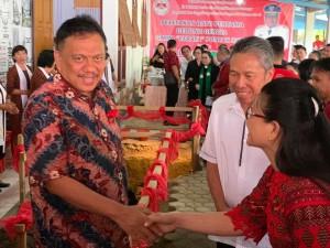 Olly Letakan Batu Pertama Pembangunan Gereja GMIM Efrata Pontak dan Canangkan Objek Wisata Gunung Payung Poopo