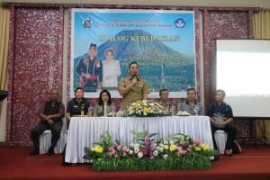 Wali Kota Tomohon Jimmy F Eman SE Ak memberikan sambutan pada Dialog Kebudayaan