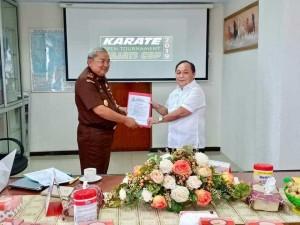 Penyerahan SK Panitia kepada Ketua Panitia