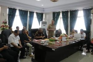 Wali Kota Tomohon Jimmy F Eman SE Ak saat memberikan sambutan dalam rapat