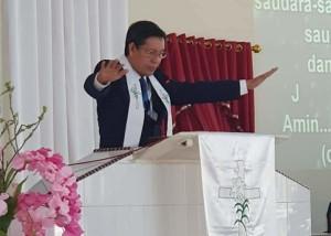 Pimpin Ibadah Paskah di Jemaat Sentrum Borgo, Penatua GSVL: Jadilah Saksi Kebangkitan Kristus