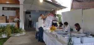 Wali Kota Tomohon Jimmy F Eman SE Ak CA nyoblos di TPS I Paslaten Satu