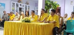 Ketua DPD II Partai Golkar Tomohon Jimmy F Eman SE Ak saat memimpin rapat