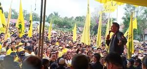Ketua DPD II Partai Golkar Tomohon saat berorasi dan memperkenalkan para Caleg