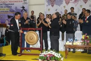 Wali Kota Tomohon  Jimmy F Eman SE Ak CA menutup Karate Kajati Sulut Cup 2019