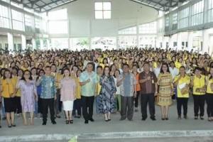 Wali Kota, Ketua DPRD, Wakil Wali Kota bersama para Kader Kesehatan dan Kader KB