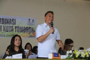 Wali Kota Tomohon memberikan pengarahan kepada tenaga kontrak dan CPNS