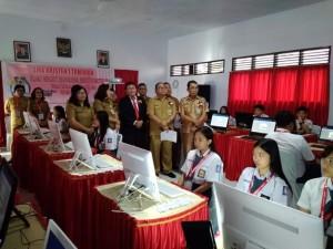 Sekretaris Kota Tomohon Ir Harold V Lolowang MSc MTh saat membuka UNBK SMA