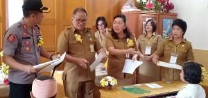 Sekretaris Kota Tomohon membuka soal UNBK SD