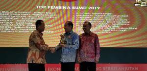 Lomban Terima Penghargaan TOP Pembina BUMD 2019