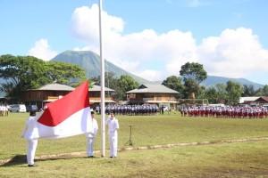 Pengibaran bendera di peringatan Harkitnas