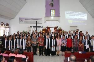 Wali Kota Tomohon Jimmy F Eman SE Ak CA saat menghairi penerimaan pendeta di GMIM ''Getsemani'' Lansot