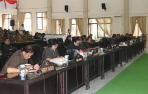 Anggota DPRD dan jajajran Pemkot Tomohon yang mengikuti Rapat Paripurna