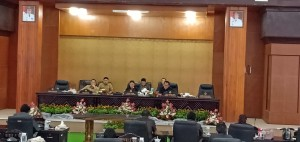 Ketua DPRD Tomohon Ir Miky JL Wenur MAP saat memimpin Rapat Paripurna
