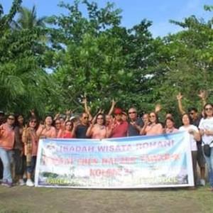 Bupati Minahasa Ibadah Rekreasi Bersama PKBL di Pantai Parentek